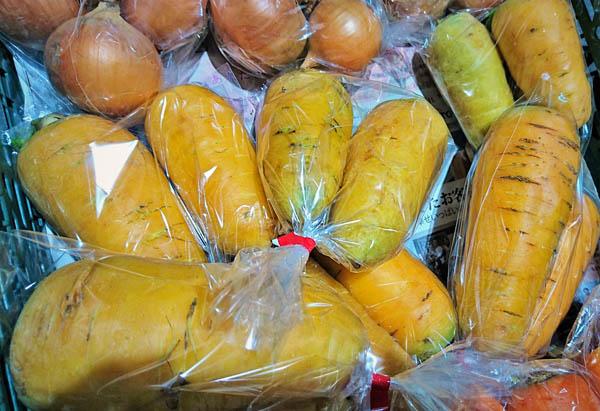 黄色いニンジンの「金美人参(キンビニンジン)は、甘くて肉質が柔らかいのでサラダにもおすすめです!